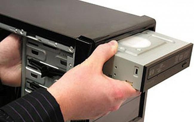 Kak-podkljuchit-diskovod-k-kompjuteru.jpg