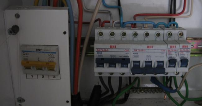kak-podklyuchit-generator-k-trehfaznoj-seti-doma-11.jpg