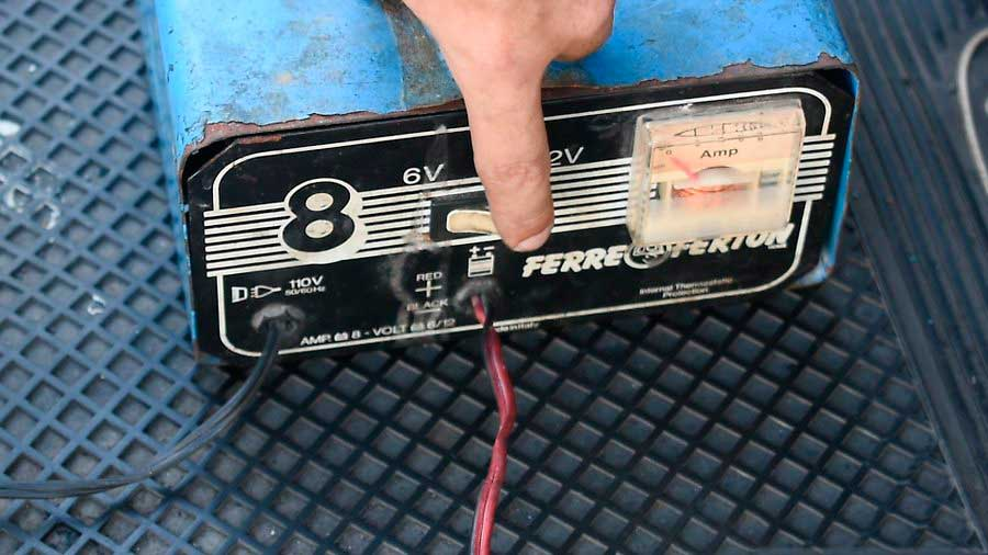 Charge-a-Car-Battery-Step-2-3.jpg