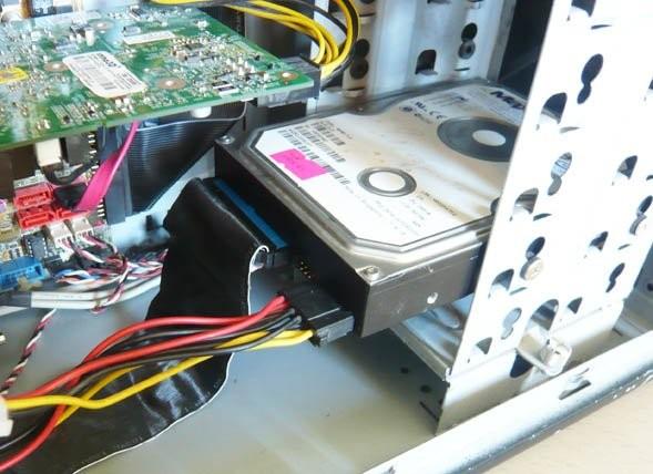 kak-podklyuchit-zhestkij-disk-IDE-k-SATA-razemu_html_6cba62f199c8ca69.jpg