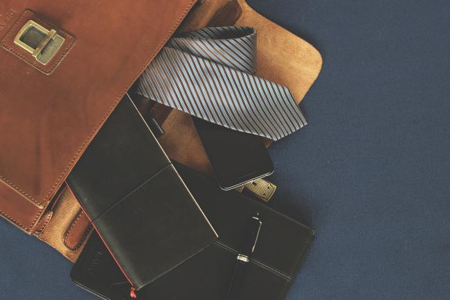 briefcase-1578138_1280.jpg