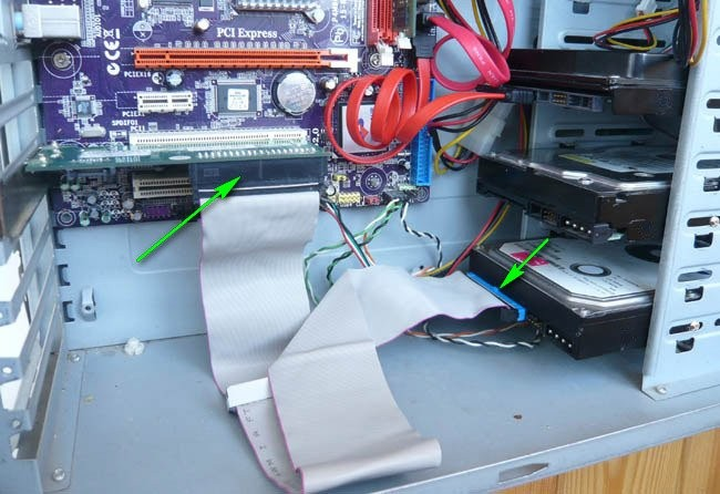 kak-podklyuchit-zhestkij-disk-IDE-k-SATA-razemu_html_3049809b29bb83fb.jpg