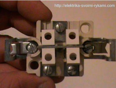 Dvuhklavishnyiy-vyiklyuchatel-sveta-Mehanizm-s-vintami.jpg