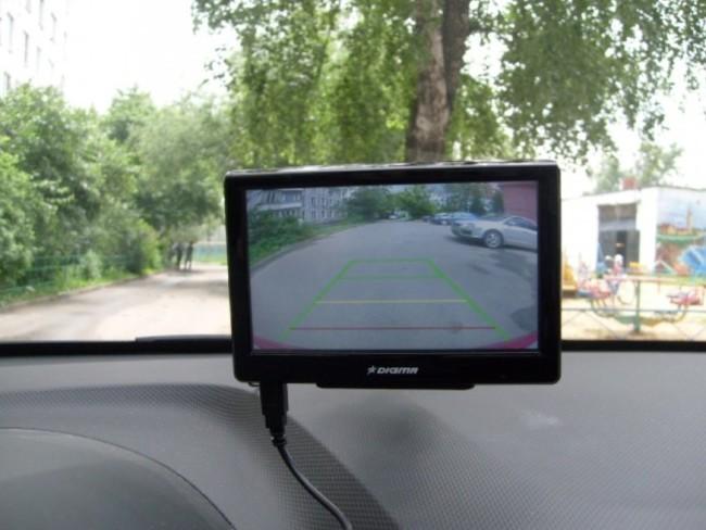 samostoyatel-no-podklyuchaem-kameru-zadnego-vida-k-navigatoru-34.jpg