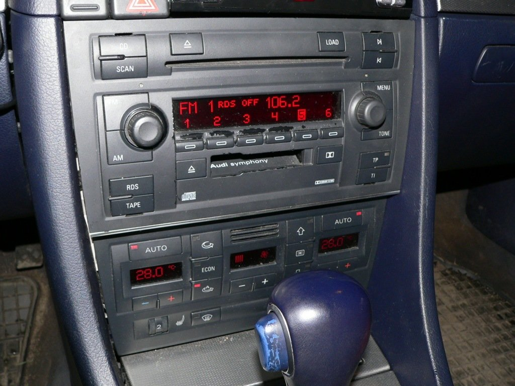 audi-a4-b6-avtomagnitola-1024x768.jpg