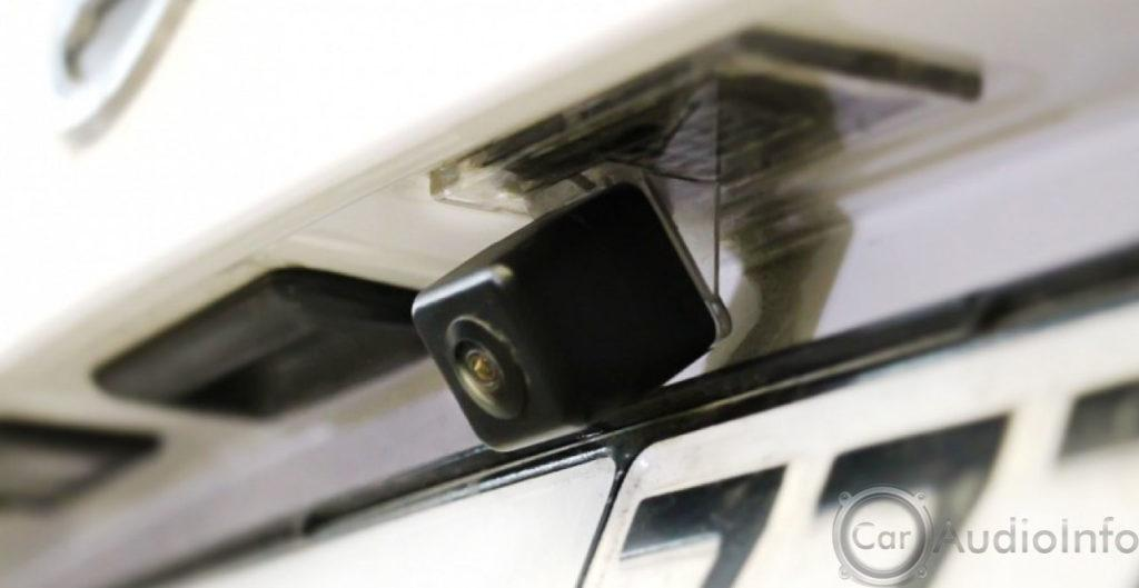 ustanovlenaya-kamera-zadnego-hoda-2-1024x529.jpg