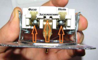 Крепление_проводов_к_розетке-320x197.jpg