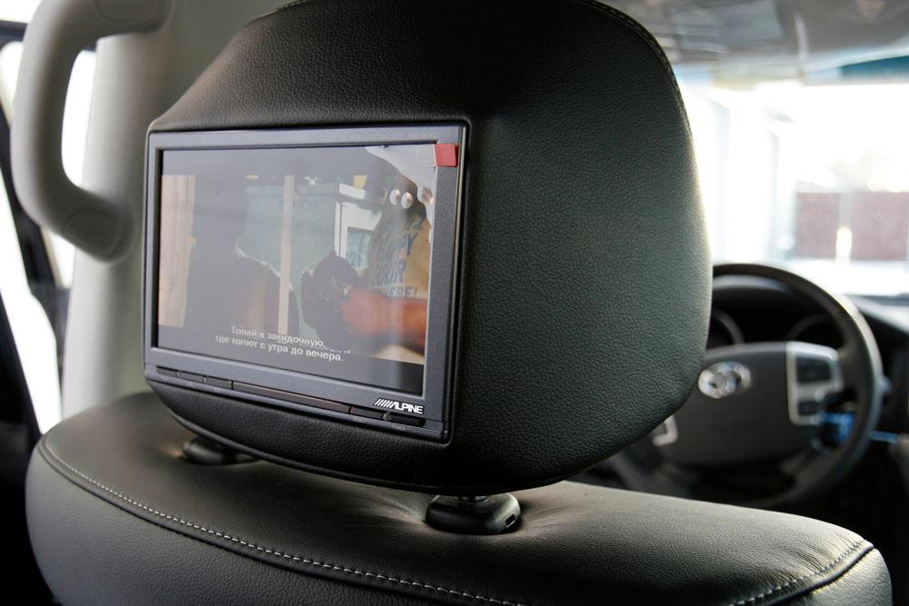 toyota-lc200-monitory-v-podgolovnikah.jpg
