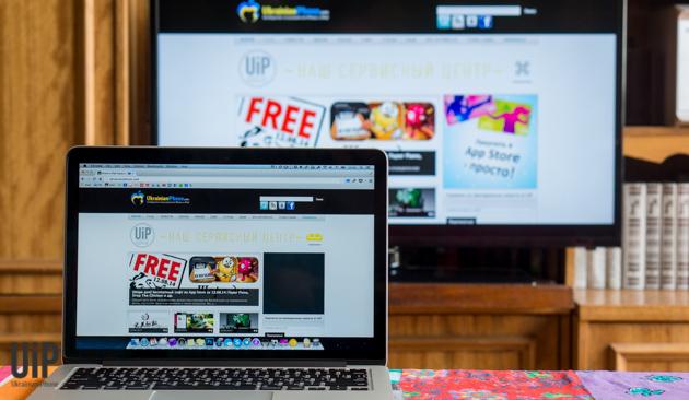 Chromecast-iPhone-Mac-in-use-6.jpg