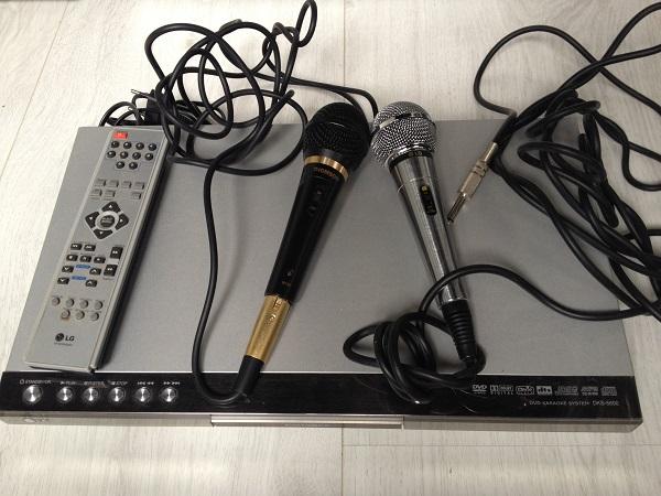 Karaoke-s-mikrofonami.jpg