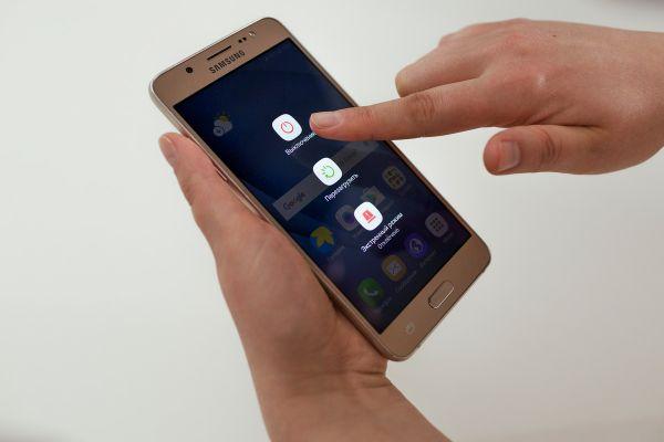 Sposoby-perezagruzki-telefona-Samsung-3.jpg