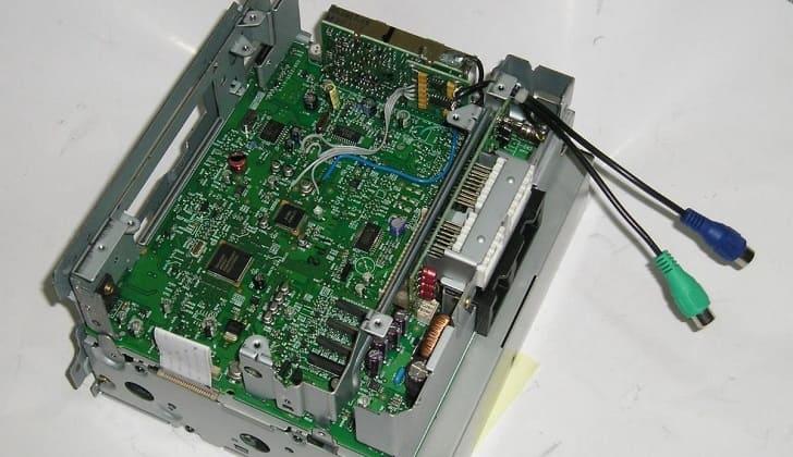 Ustanovka-IN-kabelya-v-standartnyiy-proigryivatel.jpg