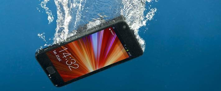 smartfon-v-vode.jpg