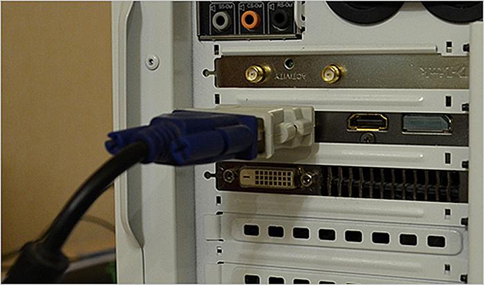Otkljuchaem-monitor-ot-sistemnogo-bloka.jpg