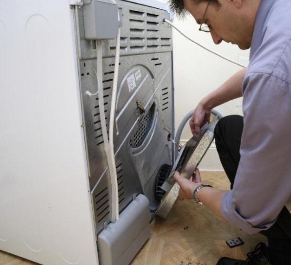 стиральная-машина-и-мужчина.jpg